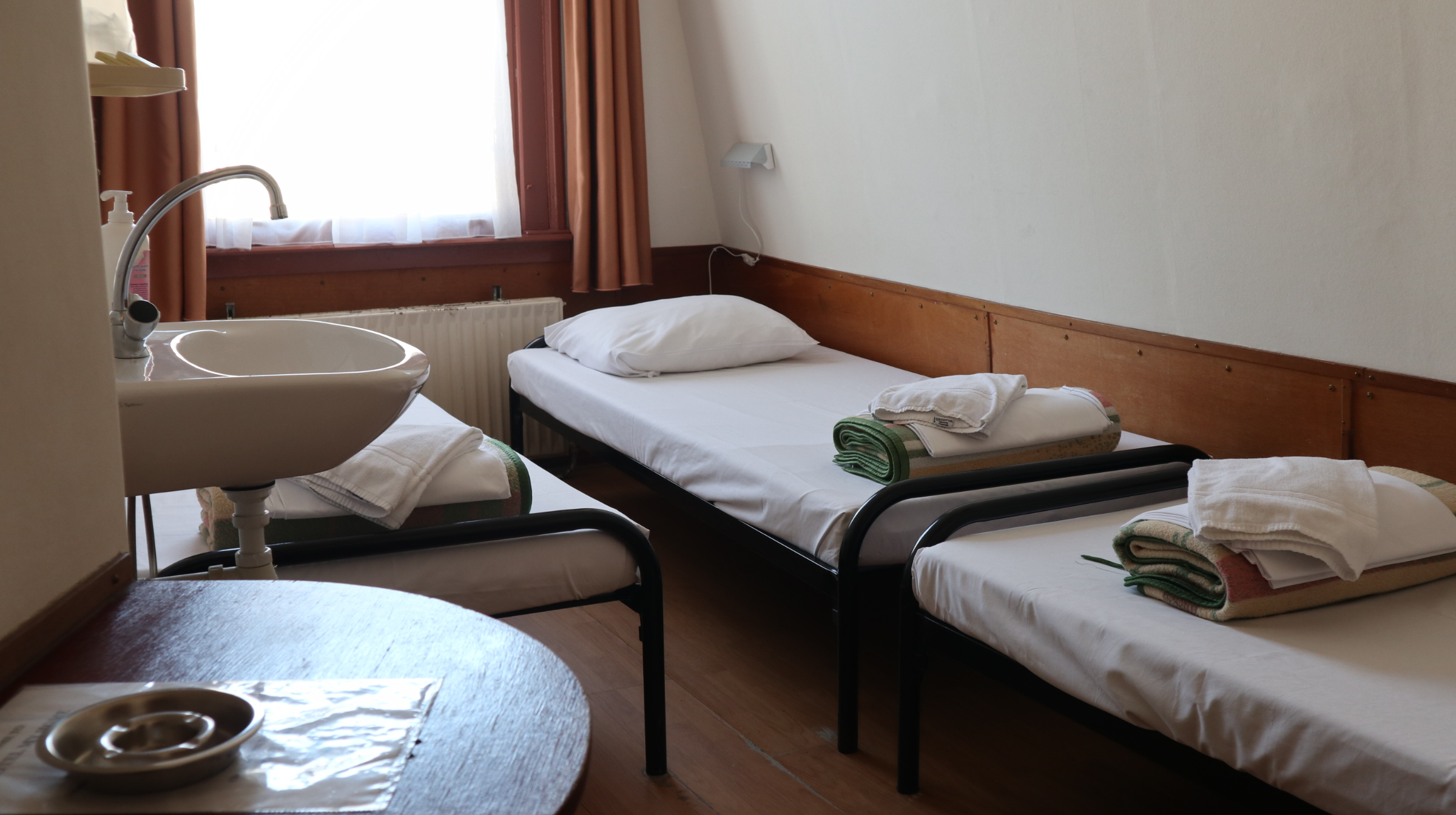 Four person room (4 single beds)